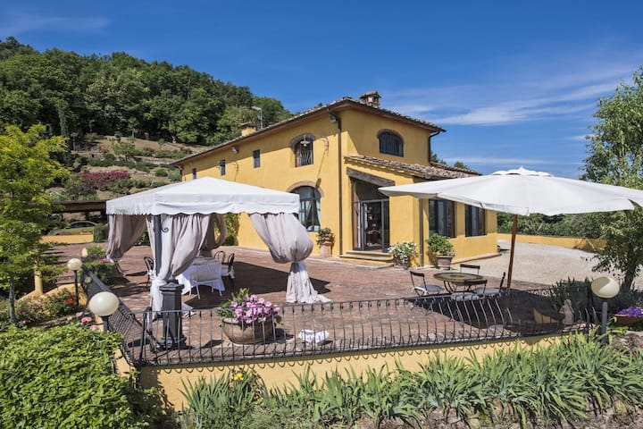Stylish 3 bedroom villa with pool in Tuscany