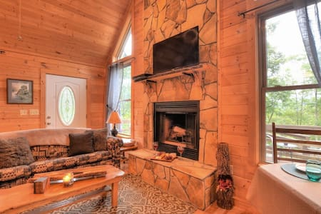 Cozy Creekside Cabin