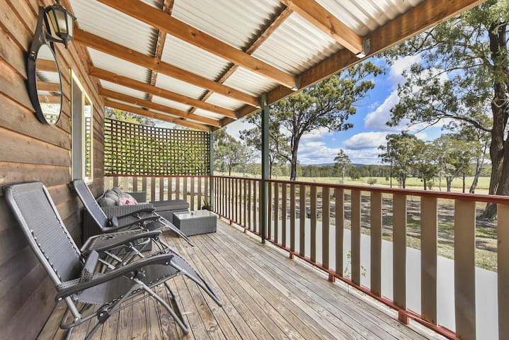 Kangaroo Cottage - cute Accom in bushland setting