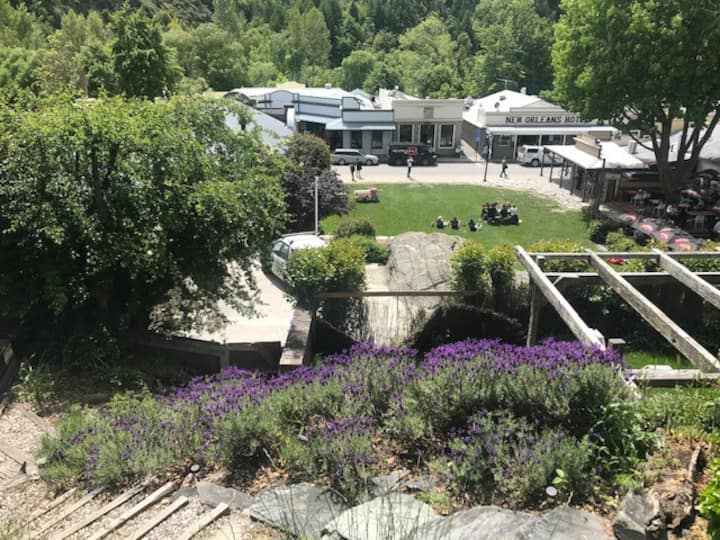 The Pear tree Den, in the heart of Arrowtown!