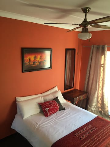 Warm and friendly room close to CBD