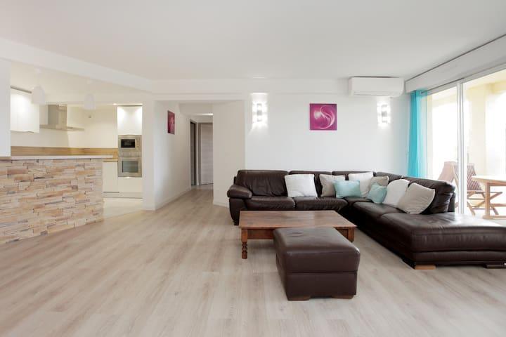 Spacieux Bas de villa renové - Biot - Hus