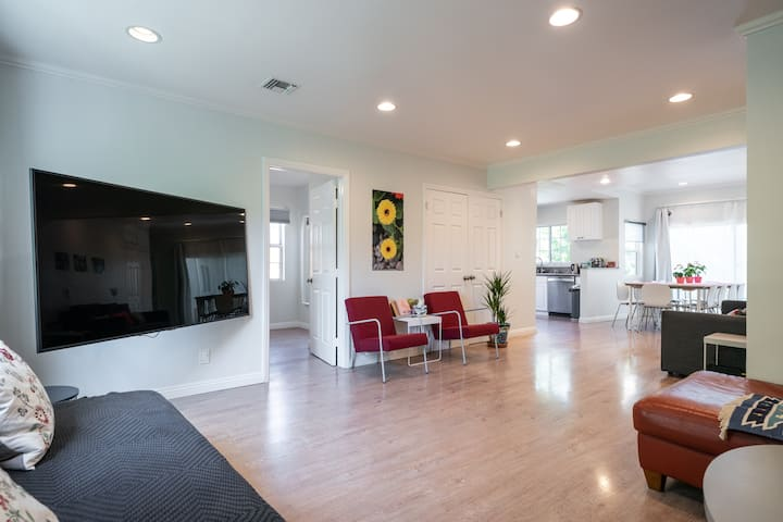 LA Garden Escape- Newly Remodeled, Disinfected
