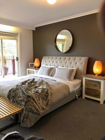 Master Bedroom - King Bed with Ensuite Bathroom, Large Mirror sliding Wardrobe. Overlooks Pool & back lawns
