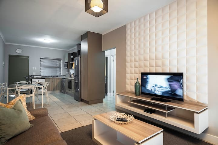 CAG The Cube - Spacious, Modern Two Bed Two Bathroom Apartment in Rivonia
