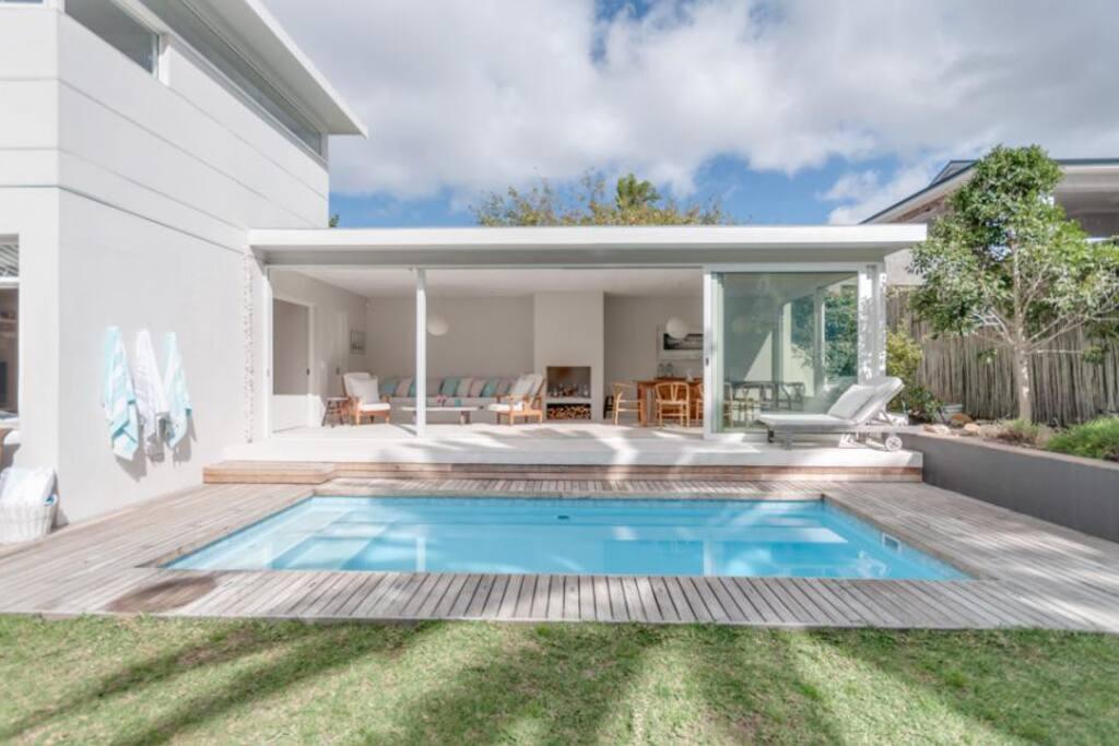 Pool and pool lounge