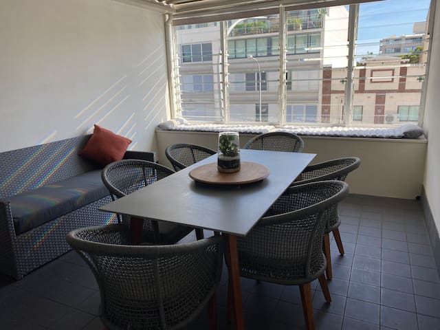 Studio Apartment opposite Cinema in Cremorne