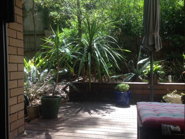 Garden Apt close to vibrant Enmore, Newtown & City - Stanmore - Daire