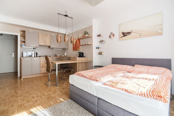 Cosy Apartment near VIC (UNO City)