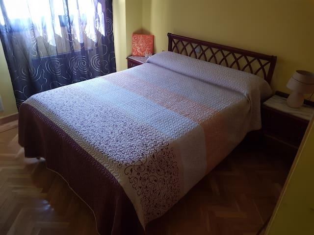 Tu habitación privada para 2 en Madrid.