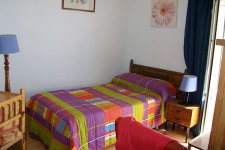 Habitación con balcón en casa muy centrica-Realejo