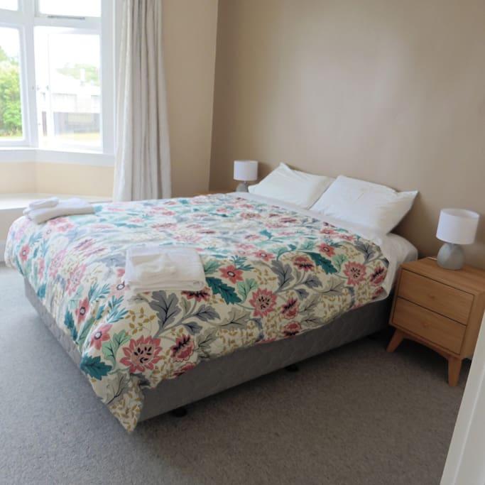 Queen Bed Bedroom 1