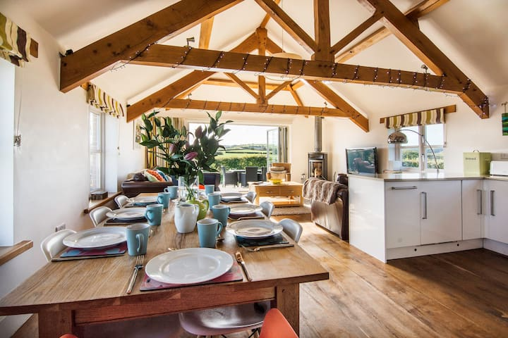 The Hayloft Five Star 3 bed Country Barn, Nr Bude - Bude - Haus