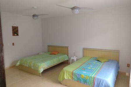 Apartamento amplo, limpo e seguro em Piçarras.