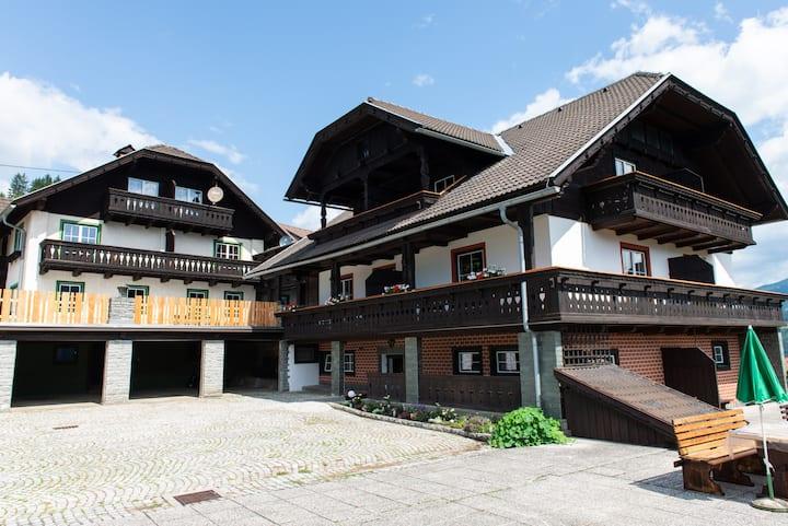 Hansbauer Appartement aus Zirbenholz mit Bergblick
