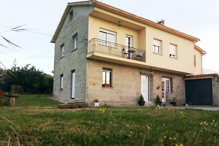 Casa con piscina en Meis a 10 minutos de Sanxenxo
