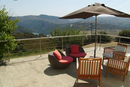 House 6 rooms in Douro River