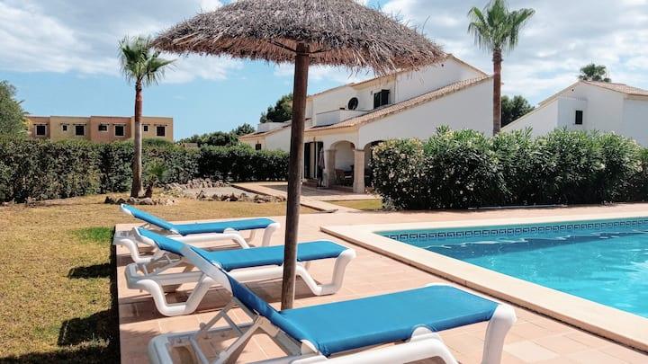 Casa con gran piscina jardín y wifi
