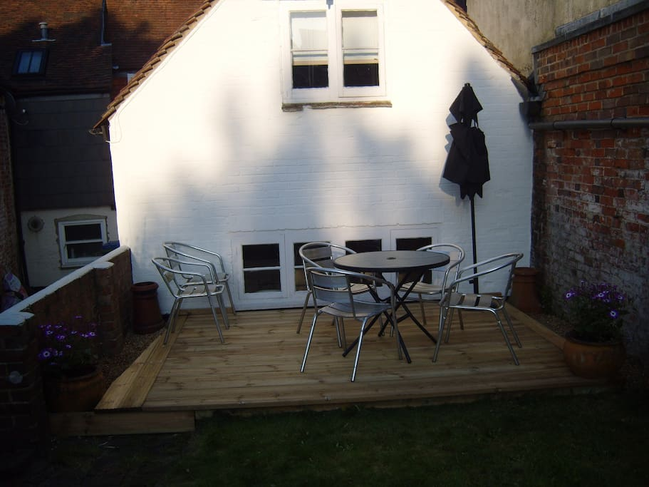Lovely outside area in the garden to enjoy an early evening apero