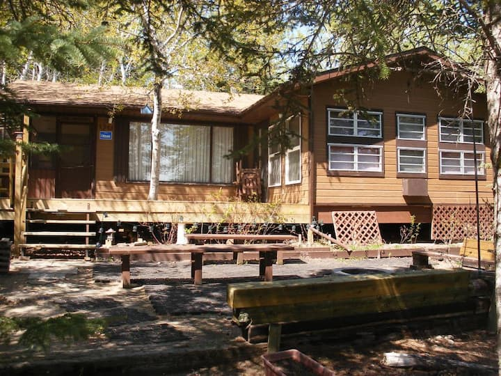 Charming lakefront cabin 2 hrs from Saskatoon