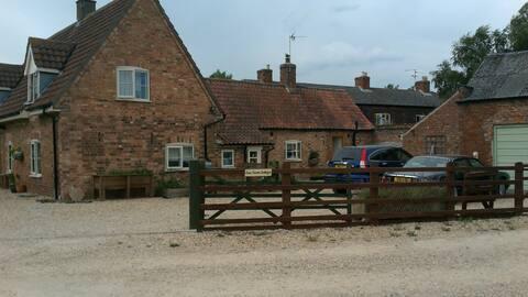 Eau Farm Cottage - country chic.  Private entrance
