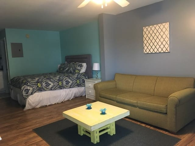 Palm Keys Studio- Renter must be 21+ to book