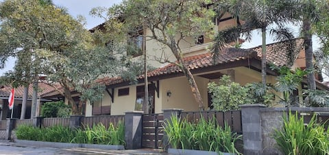 FAMILY HOME , COZY AND WARM VIEW MONTAIN MERBABU