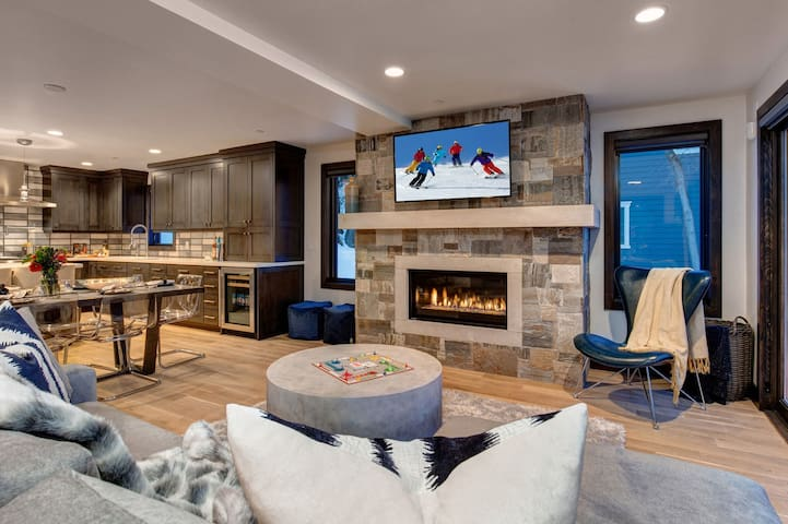 Living Room with Mountain Contemporary Furnishings, Smart TV and Warm Gas Fireplace