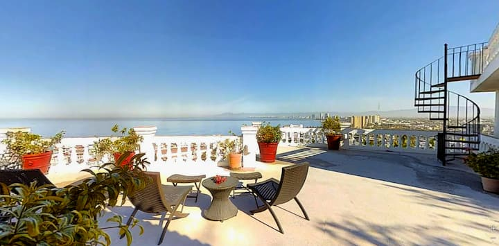 Casa Ecuador Beautiful 2 BR/2 BA stunning view