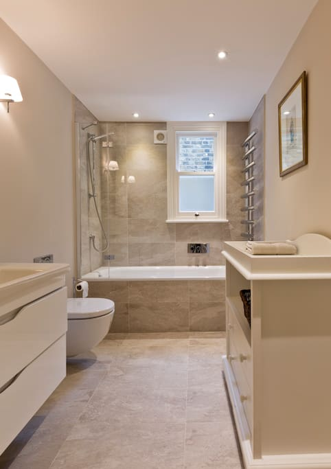Private contemporary bathroom