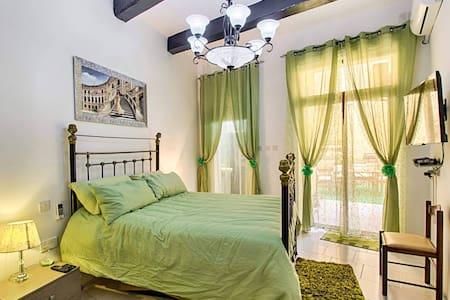 Knight's Den. Luxury & Relaxation. - Maison