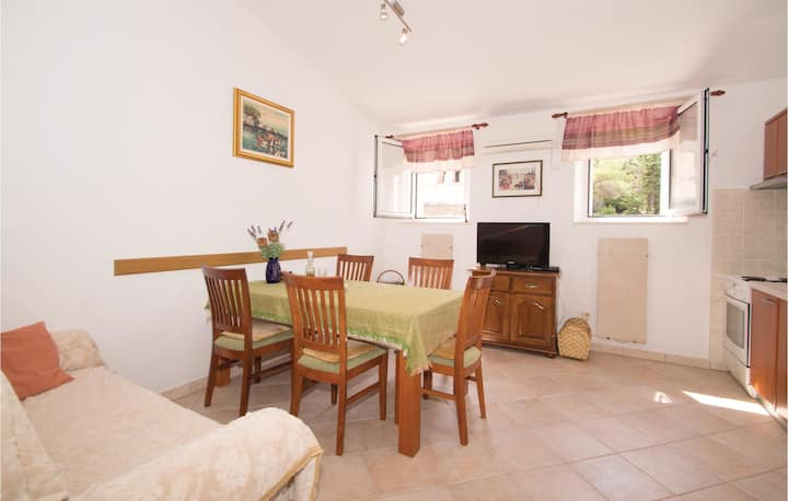 Beautiful home in Racisce with 2 Bedrooms