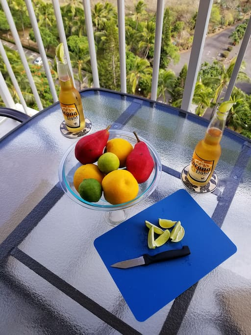 Relax on the lanai with your favorite beverage or coffee in the morning and enjoy the magnificent views!!