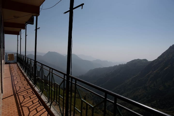 Comfortable Room on Secluded Mountains - Mussoorie