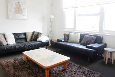 Large central urban Grey Lynn Villa/Apartment - Auckland - Villa