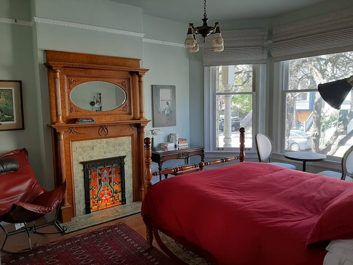 Gorgeous period Victorian room in Noe Valley