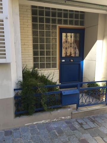 Grande maison de ville bien située - Paris - House