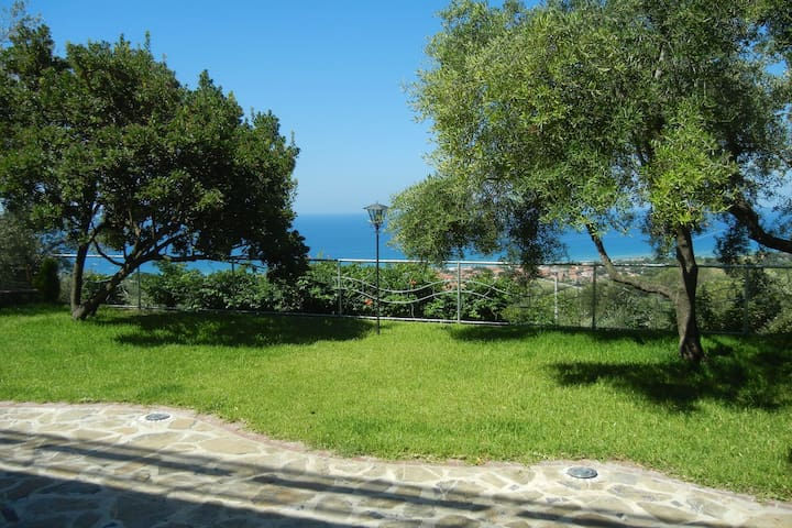 Apartment in the heart of Cilento Park overlooking the Gulf of Velia.