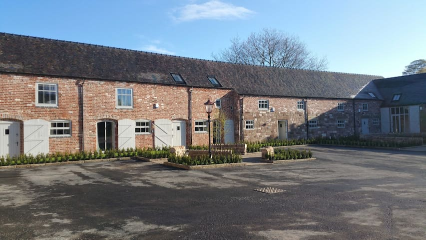4 Dove Farm Barn, Caverswall; Nr Alton Towers - Staffordshire - Rumah