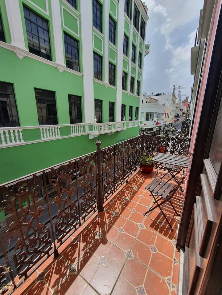 """Best escape at Old San Juan!!!  10 min walk-beach"