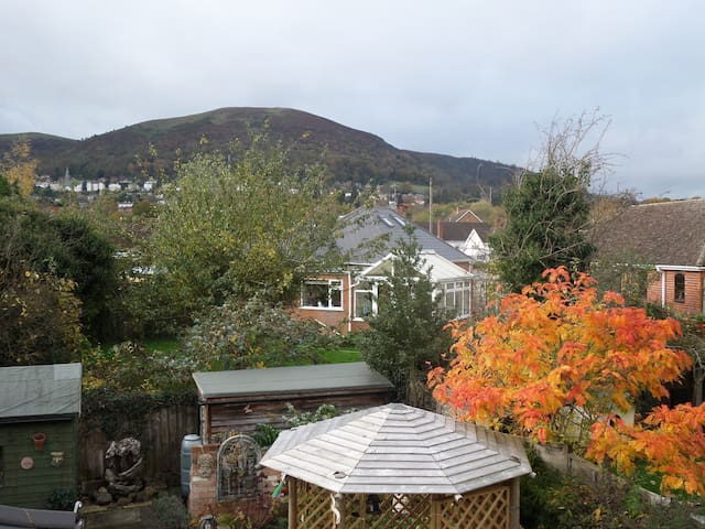 1930's artist's house with views of the hills. - Worcestershire - Huis