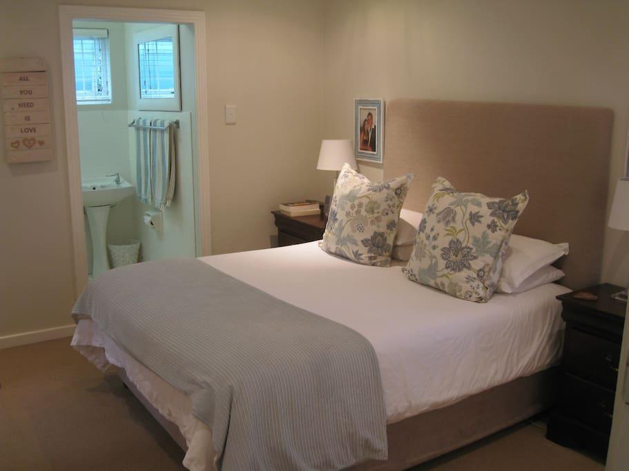 Main Room En Suite