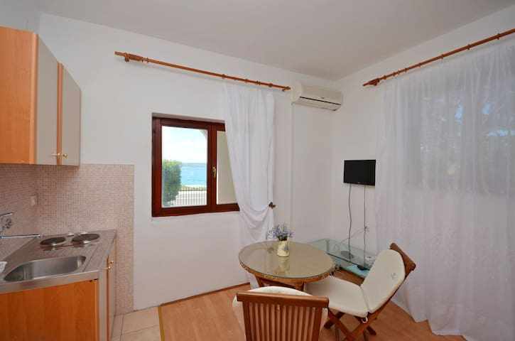 Studio Apartment, beachfront in Starigrad Paklenica