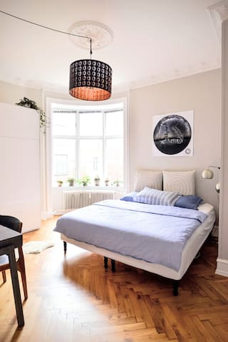 Quiet room in lovely flat in central Norrebro.