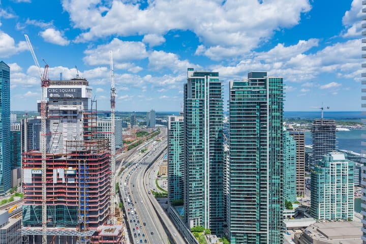 NEW!! Air Canada Condo near CN Tower