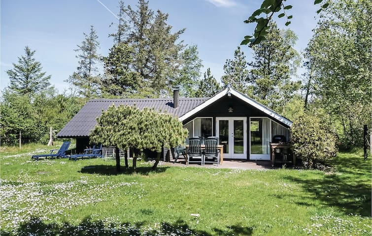 Holiday cottage with 3 bedrooms on 62m² in Ulfborg
