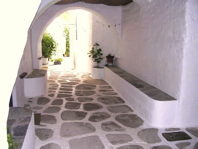 Traditional refined house,Old Town next to the sea - Paros - Hus