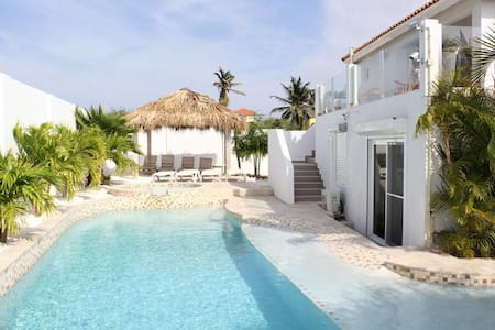 Panoramic 4-bedroom villa with jacuzzi and private pool - Oranjestad