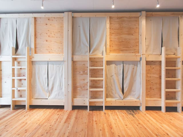 Bunk bed with woody big size.
