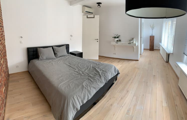Luxurious room located near city centre